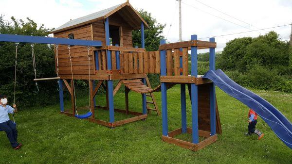 Deluxe tree house bridge link swing set