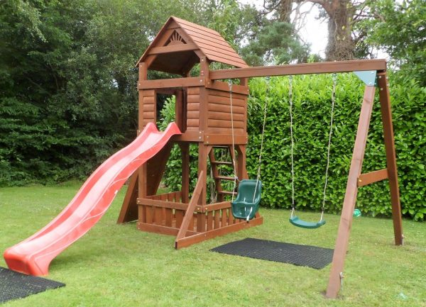 The Lodge swing and slide set sttswings