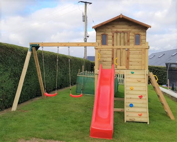 Wackyworld treehouse with swings and slide
