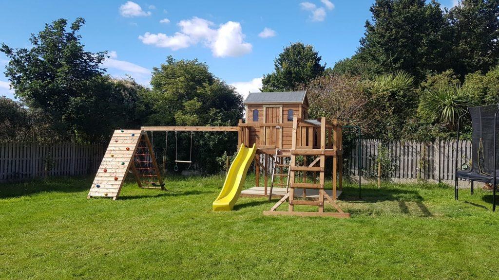 Treehouse Al Swings and Slide
